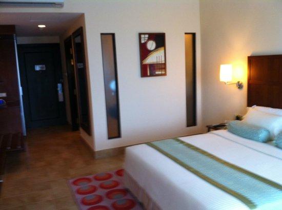 Hulhule Island Hotel:                   Room landscape