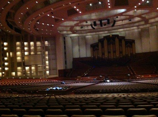 LDS Conference Center:                   Die Bühne