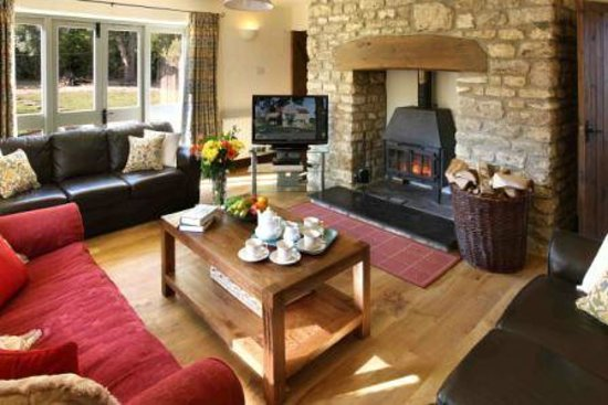 ‪‪Church Farm Country Cottages‬: Old Granary Living Room‬