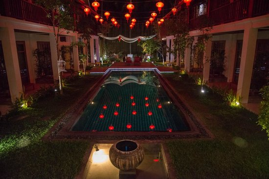Le Sen Boutique Hotel:                   Piscina e patio interno