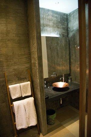 Le Sen Boutique Hotel:                   Bagno, ampio e funzionale