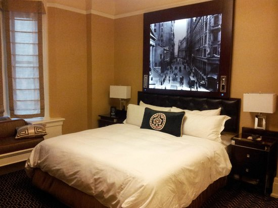 The Algonquin Hotel Times Square, Autograph Collection:                   King room bed. Little day light, but good lighting inside the room.