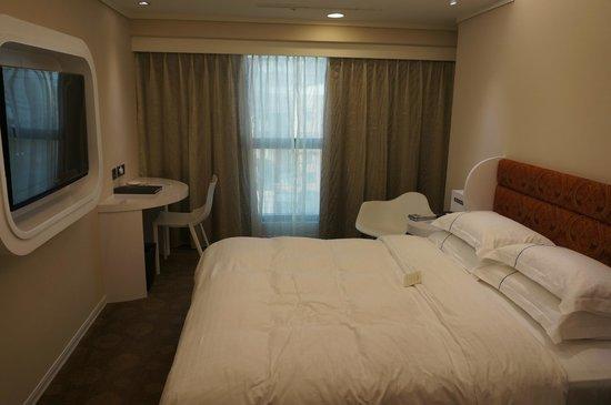 Airline Inn Taipei :                   bedroom