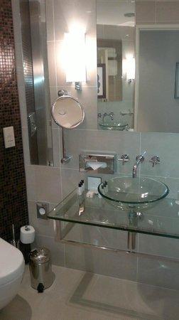 Corinthia Hotel Prague:                   Bathroom