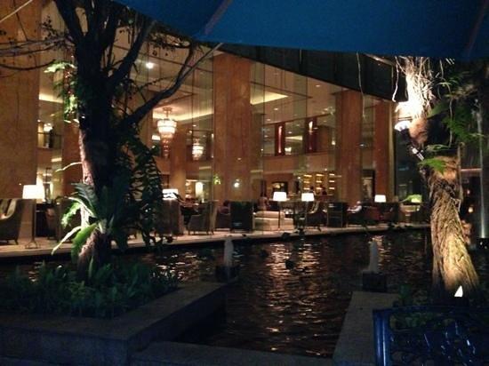 Shangri-La Hotel Kuala Lumpur: giardino esterno