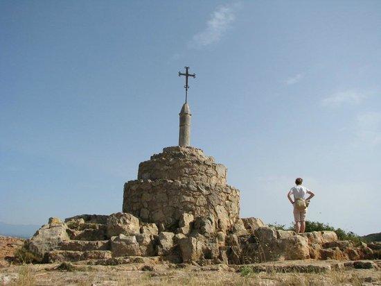 Castillo de Montgrí:                   Cross on the half way to Montgri Castle