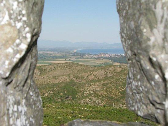 Castillo de Montgrí:                   View through stone window