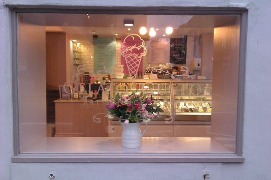 Gelato Gusto:                   Pretty flowers in the window and lots of ice creams behind
