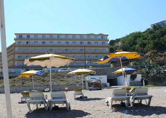 Hotel Rhodos Horizon Resort: Strand wel met kiezels