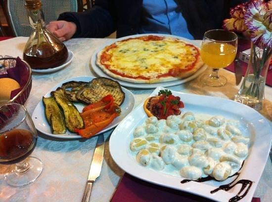 Bed & Breakfast Diamante e Smeraldo: gnocchi et pizza 4 fromages avec legumes grilles
