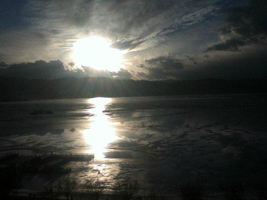 Kamisuwa Onsen Shinyu:                                     部屋から見えた諏訪湖の夕日