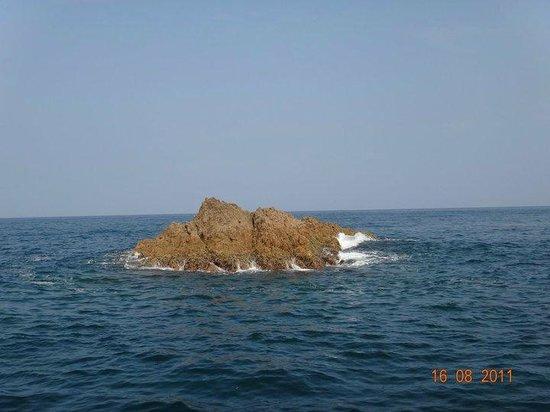 Trip Around the Islands Sightseeing Pleasure Boat : ROCHAS VISTAS DO BARCO