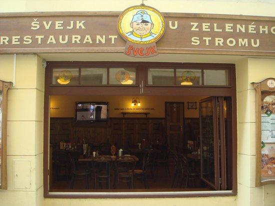 Svejk Restaurant U zeleneho stromu: Вход