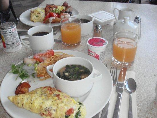 Sheraton Waikiki:                   朝のビュッフェはテラスで