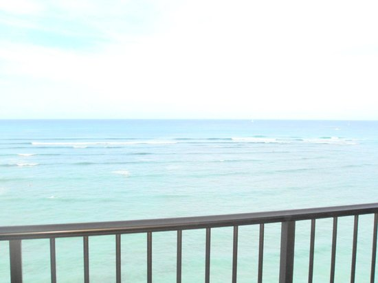 Sheraton Waikiki:                   オーシャンフロントは海の真ん前