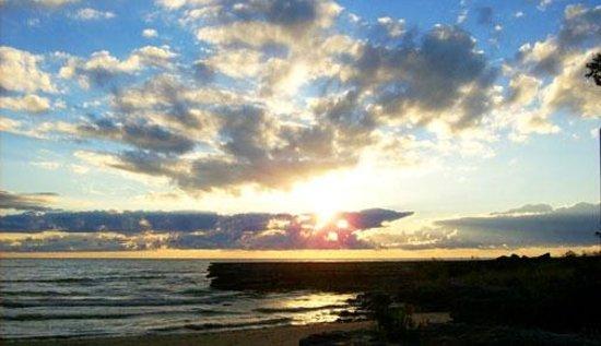 Glidden Lodge Beach Resort: Nature's version of