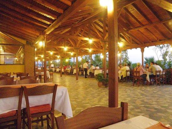 Dereli Motel:                   strandoffenes Restaurant