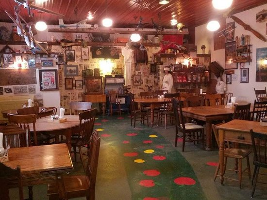 Crane's Pie Pantry:                   Side dining room