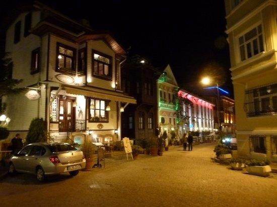 Hotel Seraglio:                   vista della via Tafdil                 