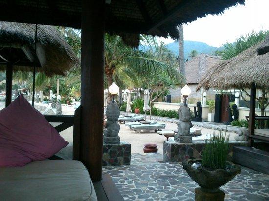 Puri Mas Boutique Resort & Spa:                   reclining areas around the beach