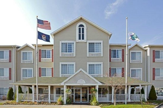 Photo of Country Inn & Suites Grand Rapids