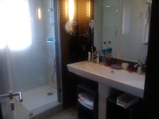 Paradis Plage Surf Yoga & Spa Resort:                                     bathroom