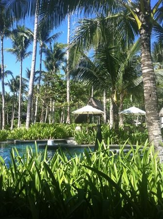 Shangri-La's Boracay Resort & Spa: возле бассейнов