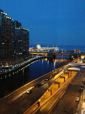 Swissotel Chicago:                   Navy Pier & Lake Michigan