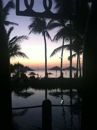 Shangri-La's Boracay Resort & Spa: возле бассейнов