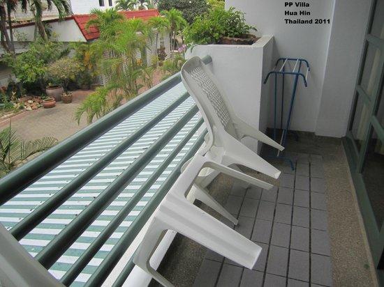 Puangpen Villa Hotel:                                     Balcony