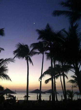 Shangri-La's Boracay Resort & Spa: вечер
