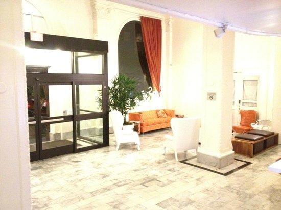 Hotel Vertigo:                   Hall entrée