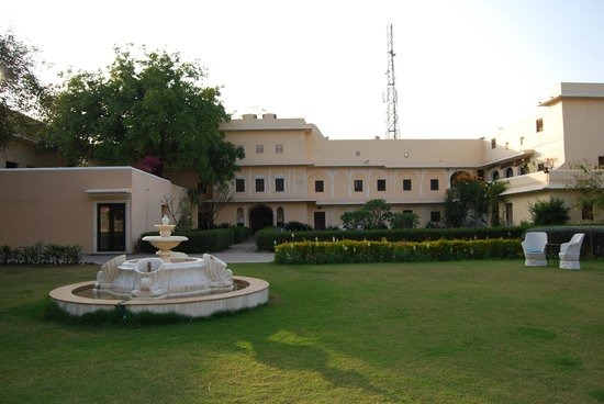 Royal Heritage Haveli:                                     front of hotel
