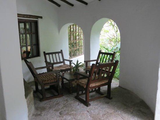 Inkaterra Machu Picchu Pueblo Hotel:                   Outdoor seating