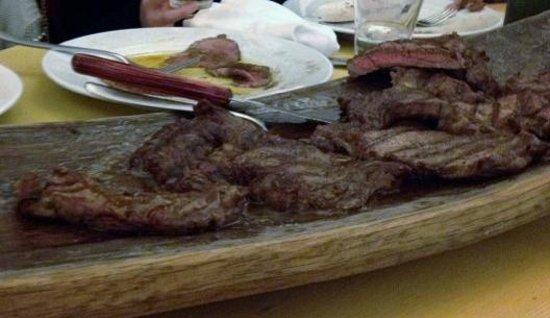 Tabano Ristorante-Casolare:                   tavolozza di ottime carni miste: angus, irlandese, locale