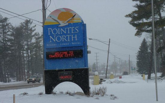 ‪‪Pointes North Beachfront Resort Hotel‬:                   Welcome to all this snowy day!