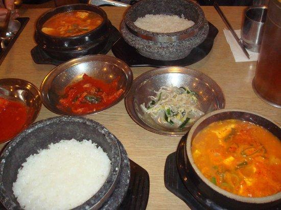 Myoungdong Sundubu :                   石焼きのご飯が最高