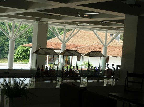 Cinnamon Citadel Kandy:                   The bar at cinnamon citadel