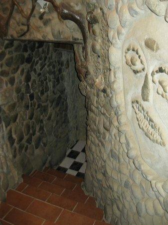 Roca Dura Cafe (Hard Rock Cafe):                                     Creative details down the halls of the Roca Dura
