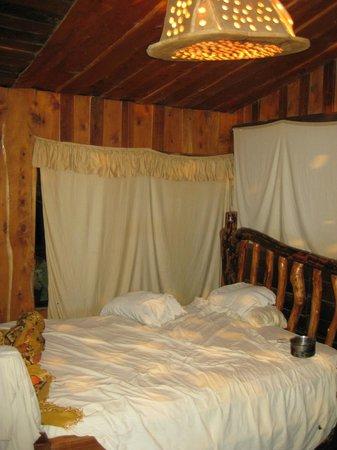 Roca Dura Cafe (Hard Rock Cafe):                                     A  room with bano privado ensuite private bathroom