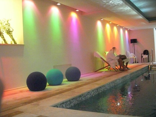 Roccafiore Spa & Resort:                   lights of the swimming pool