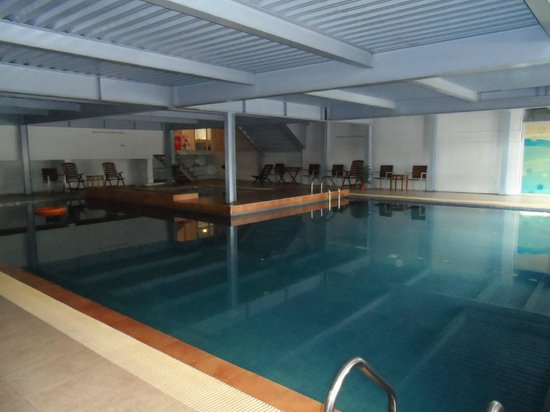 Sumai Hotel Apartment :                   Indoor pool