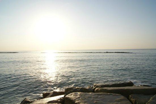 Poseidonia Beach Hotel:                   sunshine