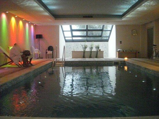 Swimming pool and jacuzzi foto di roccafiore spa resort todi tripadvisor for Hotels in orvieto with swimming pool