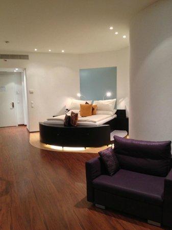 """Hotel Murtenhof & Krone :                   Sehr grosses Zimmer (Suite """"Bourgogne"""")"""