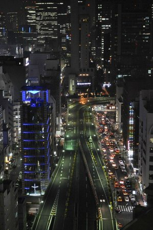 Mitsui Garden Hotel Ginza Premier: Night view from lobby