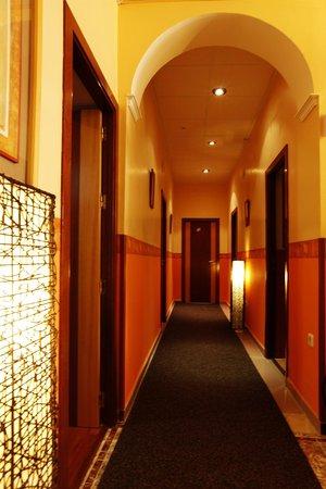 Hostal paris hotel reviews price comparison san for Hostal paris tripadvisor