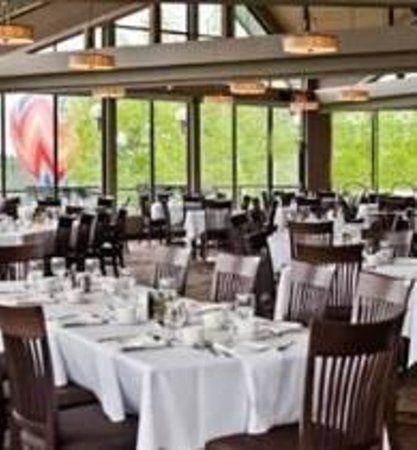 Grandview dining room priddis greens golf country club for About u salon calgary