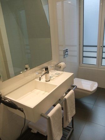 Eurostars Panorama Hotel:                   bathroom 601