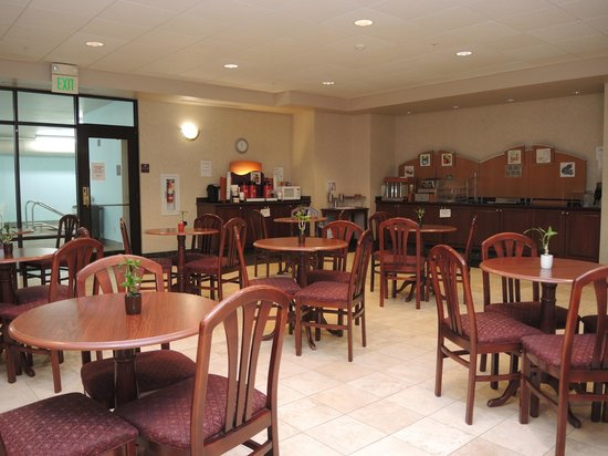 Evergreen Inn and Suites: Dining Area